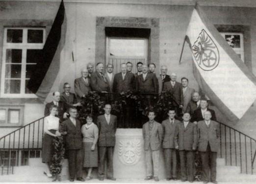 Eröffnung des (alten) Rathauses im Juli 1958 mit Rat und Verwaltung