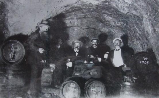 """""""Biergelage"""" im Felsenkeller, 1903"""