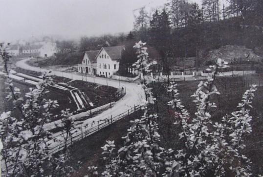 Ansicht mit den gegenüberliegenden Fischteichen, 1914