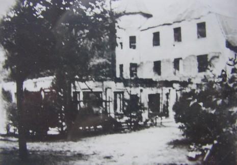 Nach dem Brand am 15. Juni 1945, Ansicht von hinten