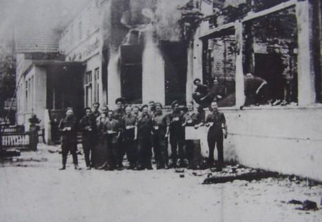 Nach dem Brand am 15. Juni 1945, Ansicht von vorne