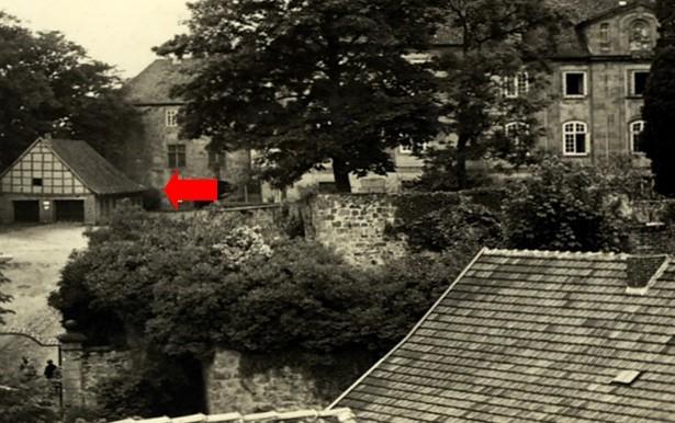 Ehem. Feuerwehrgerätehaus am Schloss Iburg (linke Bildhälfte)