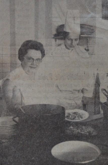 Alwine Kuhnert (links) und Neffe Heinz Bernhard (rechts) im Jahre 1972