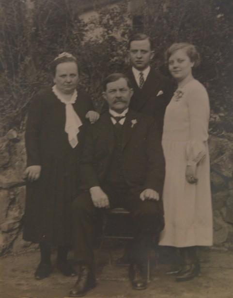 Maria und Ludwig Fischer mit den Kindern Bernhard und Alwine Fischer (von links nach rechts)