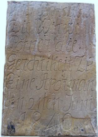 Inschriftenstein am Haus Schloßstraße 2, datiert am 21. Juni 1840