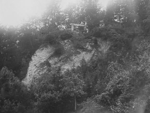 Steinbruch und Pergola an der Hausterrasse