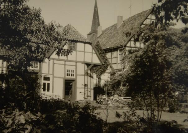 Rückwärtige Ansicht des Hauses (links) vom Hagenpatt, 1961