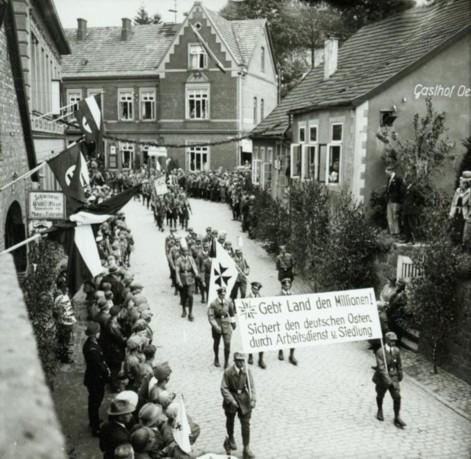 """Grenzlandtag am 25. Mai 1933 in Iburg - Aufzug """"Bund der Saarvereine"""""""