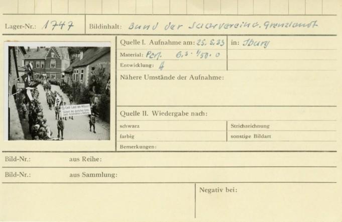 Karteikarte mit Aufnahmedatum und Beschreibung