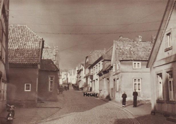 Ansicht der Großen Straße von unten nach oben - 4. Haus auf der rechten Seite: Aug. Heuer, 1951