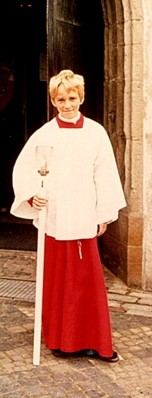 Der Autor als Meßdiener vor der Fleckenskirche, Sommer 1975