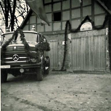 Einweihung eines neuen Mercedes Benz-Tanklöschfahrzeuges
